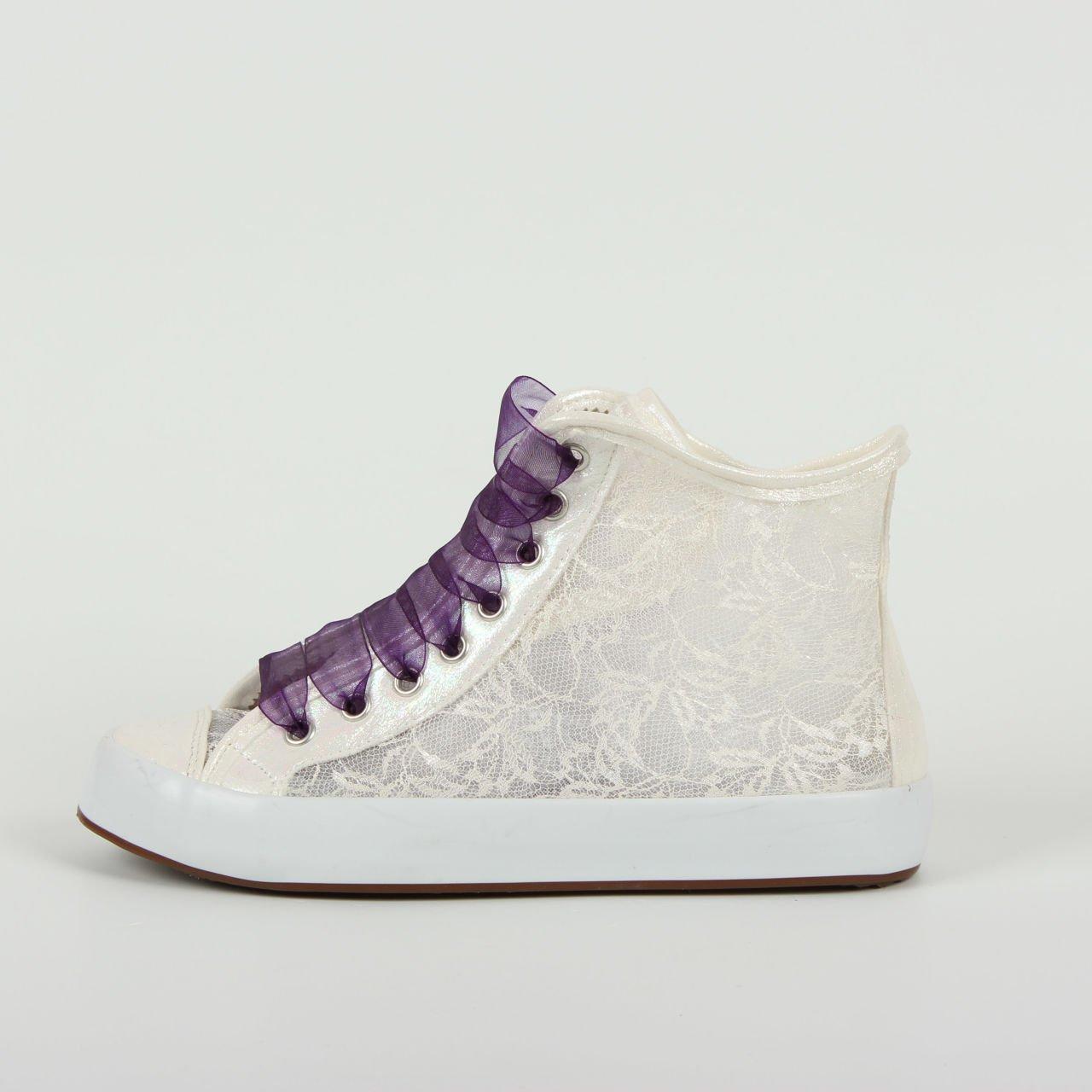 Spor Ayakkabıyı Dantel ile Süsleme